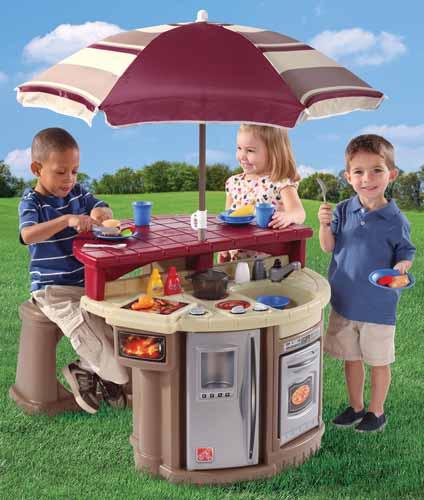 Παιδική κουζίνα κήπου με τραπέζι και